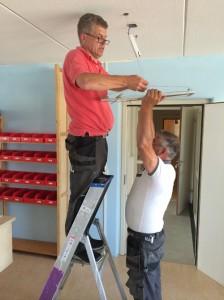 Installatie LED panelen om te besparen op energiekosten