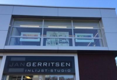 LED verlichting vergroot de zichtbaarheid van het pand bij Jan Gerritsen Inlijststudio